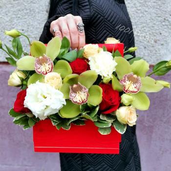 Ящик №18 / красные розы и орхидеи