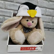 Зайка Ми в шапке пингвина