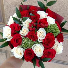Букет №135  Красные и белые розы