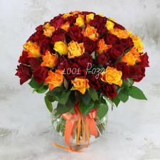 Букет №110 | 65 бордовых и желтых роз