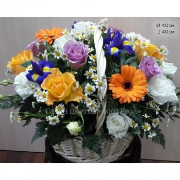Корзина №13  |  Букет из разных цветов в корзинке