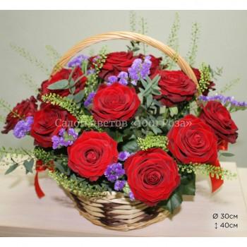 Корзина №4 Небольшая корзинка из 21 розы и других цветов