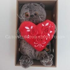 Кот Басик с красным сердцем