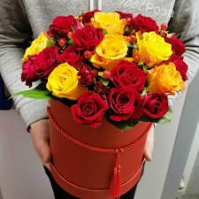 Коробка № 30 Красные и оранжевые розы в коробке